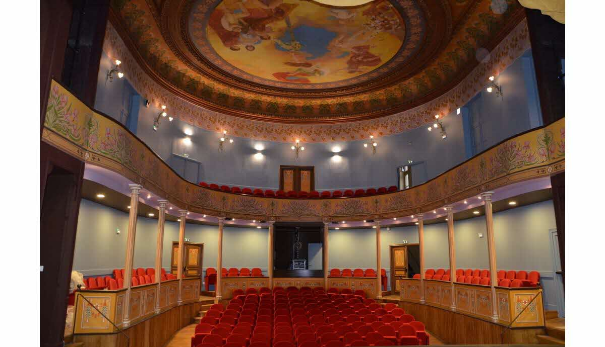 semur en auxois on a visite le theatre renove veritable bijou architectural 1512401523